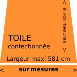 Toile unie couleur mandarine (RAL 2011) et sur lambrequin de forme droite. Aux dimensions de votre store.