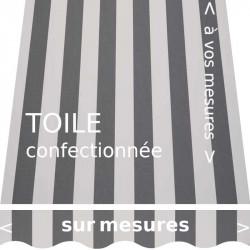 Toile au design classique à rayures égales gris ardoise et écrue. Avec lambrequin en forme de vague.